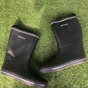 Tretorn black rain boots